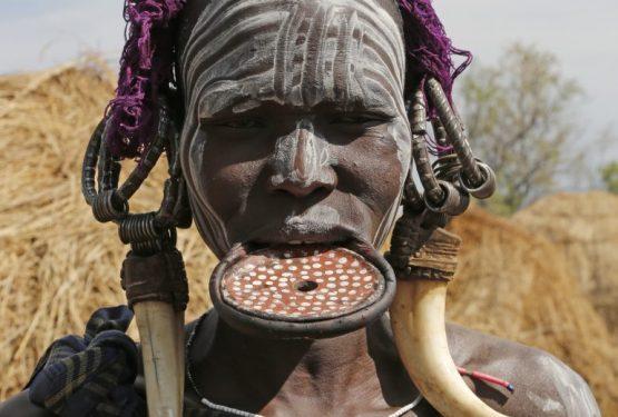 Äthiopien Reisen - Mursi Frau