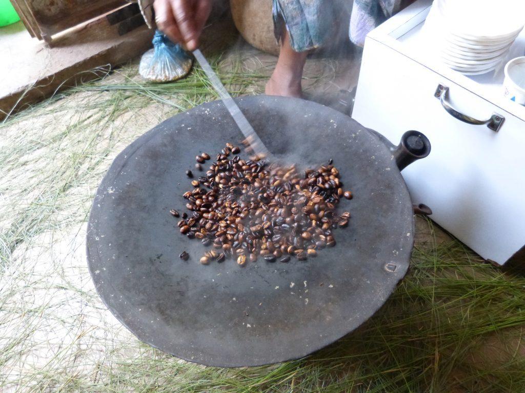 Äthiopien Reisen - Traditionelle Kaffeezeremonie