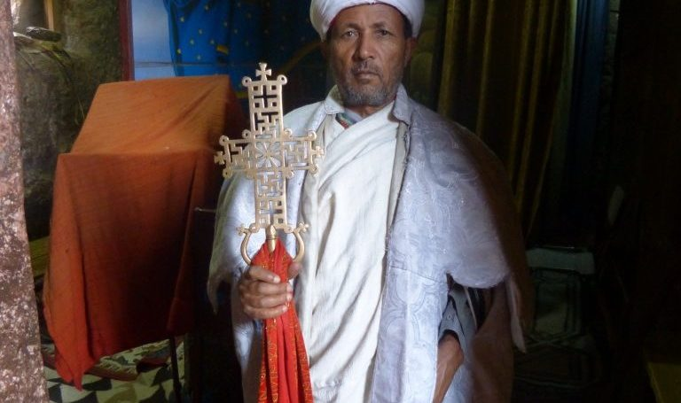 Kulturrundreise Äthiopien - Priester in Lalibela